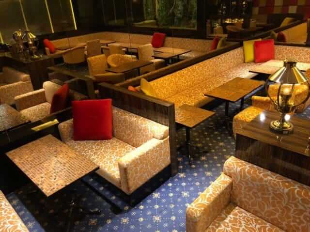 キリン柄のソファーやテーブル